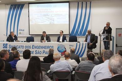 Berkes, Labarthe, Chevis, Fernandes e Reis (no púlpito) discutem tendências. Foto: Beatriz Arruda.