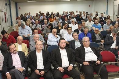 Público atento durante seminário. Foto: Beatriz Arruda